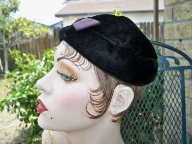 Vintage 1940s Ladies Black Velvet Cocktail Hat Bow