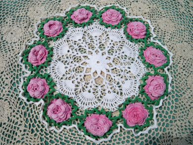 Vintage Pink Roses Green White Shell Star Pattern Crocheted Doily Handmade