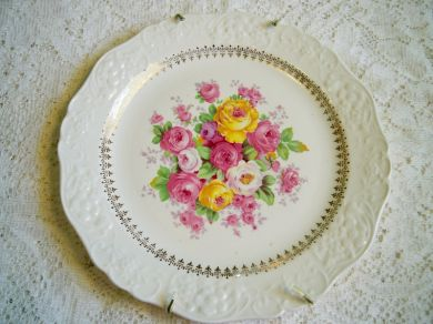 Vintage Edwin Knowles Cremelace Roses China Plate 22 Karat Gold